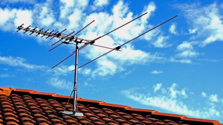 Photo of outdoor roof mounted digital TV antenna Perth.